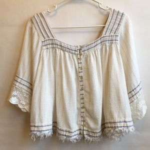 FREE PEOPLE PEASANT STYLE CROP TOP. SIZE SMALL.